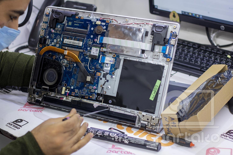 تعویض باتری لپ تاپ در اصفهان